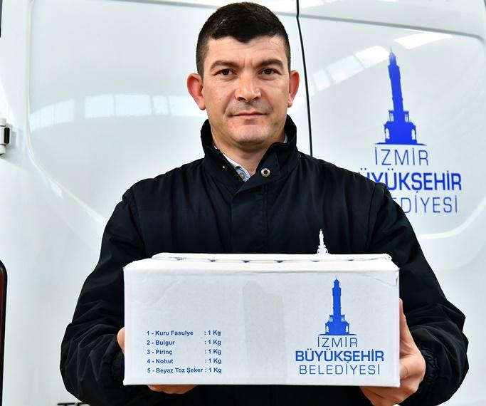 """eb1a2e51fad2f ... yardımlarını """"sosyal belediyeciliğin bir gereği"""" olarak tanımlayan  İzmir Büyükşehir Belediye Başkanı Tunç Soyer, gerek bayramlardaki nakit  ödemelerini ..."""